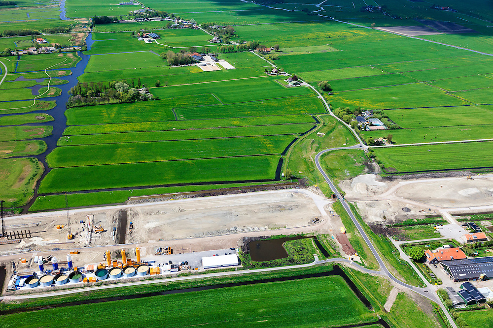 Nederland, Zuid-Holland, Midden-Delfland, 09-05-2013; aanleg A4 Midden-Delfland door Polder Vockestaert. Construction extension A4 motorway through the polder Vockestaert, between Delft and Rotterdam. Detail. .luchtfoto (toeslag op standard tarieven).aerial photo (additional fee required).copyright foto/photo Siebe Swart