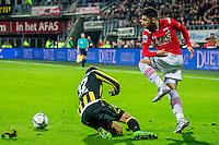 ALKMAAR - 06-02-2016, AZ - Vitesse, AFAS Stadion, 1-0, Vitesse speler Guram Kashia, AZ speler Alireza Jahanbakhsh
