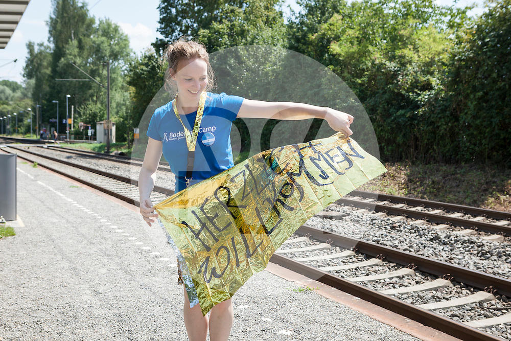 DEUTSCHLAND - MARKELFINGEN - Eine Teamerin am internationalen BodenseeCamp - 25. Juli 2014 © Raphael Hünerfauth - http://huenerfauth.ch