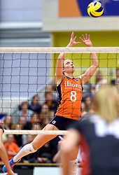 30-12-2015 NED: Nederland - Belgie, Almelo<br /> Op het 25 jaar Topvolleybal Almelo spelen Nederland en Belgie een oefen interland ter voorbereiding op het OKT dat maandag in Ankara begint. Nederland wint overtuigend met 3-1 / Judith Pietersen #8