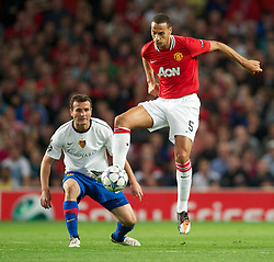 27.09.2011, Old Trafford, London, ENG, UEFA CL, Gruppe C, Manchester United (ENG) vs FC Basel (SUI), im Bild Manchester United's Rio Ferdinand in action against FC Basel 1893 // during the UEFA Champions League game, group C, Manchester United (ENG) vs FC Basel (SUI) at Old Trafford stadium in London, United Kingdom on 2011/09/27. EXPA Pictures © 2011, PhotoCredit: EXPA/ Propaganda Photo/ David Rawcliff +++++ ATTENTION - OUT OF ENGLAND/GBR+++++