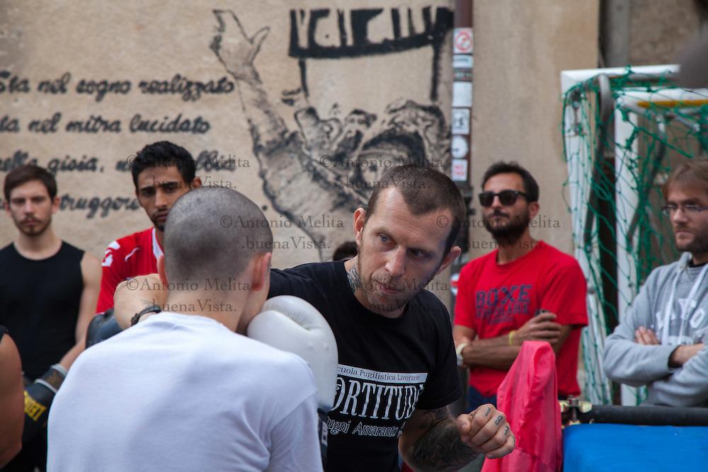 Lenny Bottai, campione italiano dei pesi superwelter, durante lo stage formativo  di Boxe, organizzato dalla Palestra Popolare situata all'interno del Centro Sociale Occupato ExKarcere di Palermo.