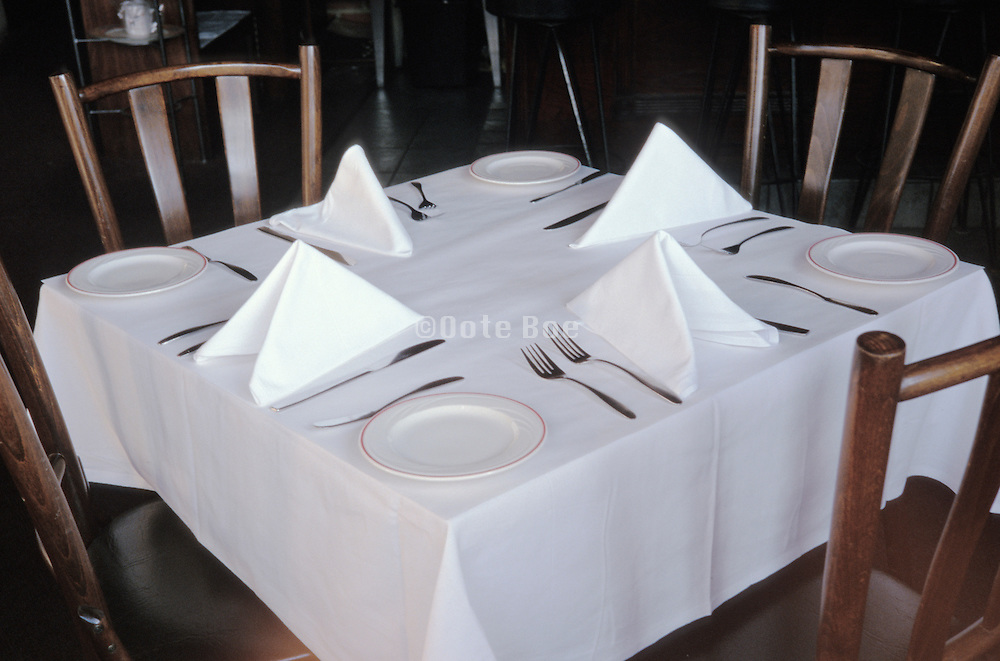 set table at a restaurant