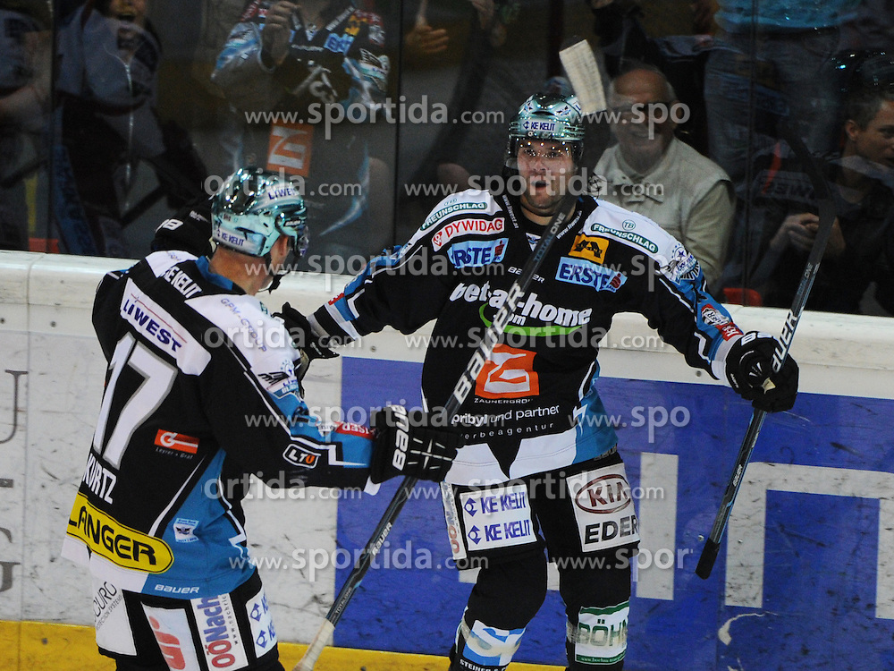 30.09.2011, Keine Sorgen Eisarena, Linz, AUT, EBEL, EHC Liwest Black Wings Linz vs EC KAC, im Bild Justin Kurtz and Justin Keller the goalscorer (Liwest Black Wings Linz,#17 and #14), // during the Erste Bank Icehockey League, Keine Sorgen Eisarena, Linz, Austria, 2011-09-30, EXPA Pictures © 2011, PhotoCredit: EXPA/ Reinhard Eisenbauer