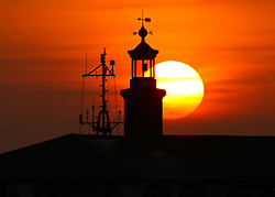 © Licensed to London News Pictures. 05/04/2017. This morning's sunrise over the River Thames pictured from Gravesend in Kent. Credit : Rob Powell/LNP