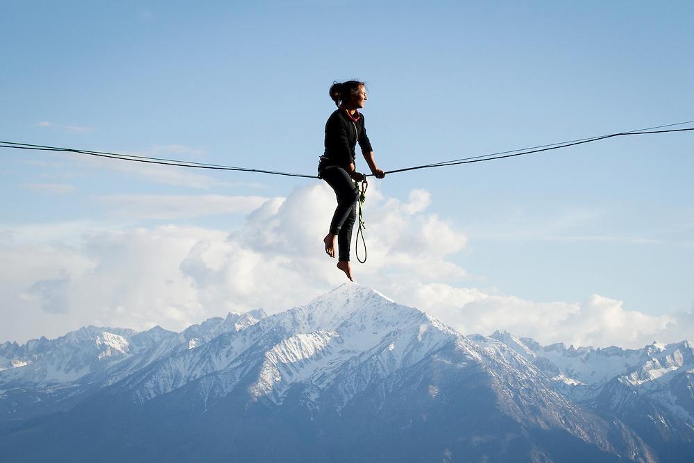 Sara Kokkelenberg hovers over Mount Tom.<br /> Eastern Sierra, California