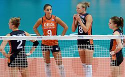 01-10-2014 ITA: World Championship Volleyball Servie - Nederland, Verona<br /> Nederland verliest met 3-0 van Servie en is kansloos voor plaatsing final 6 / Myrthe Schoot, Judith Pietersen, Yvon Beliën