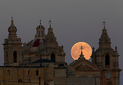 The supermoon rises behind the cathedral in Mdina, Malta's ancient capital city, in the centre of the island, August 10, 2014.  The astronomical event occurs when the moon is closest to the Earth in its orbit, making it appear much larger and brighter than usual.<br /> REUTERS/Darrin Zammit Lupi (MALTA)
