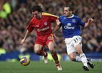 Photo: Paul Thomas.<br /> Everton v Reading. The Barclays Premiership. 14/01/2007.<br /> <br /> Reading's Stephen Hunt (L) battles with Leon Osman.
