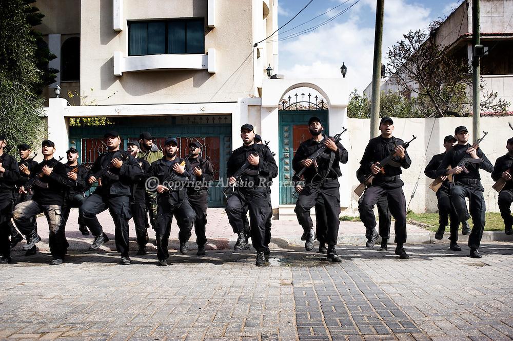 Hamas policemen exercice in the streets of Gaza City on February 3, 2010.© ALESSIO ROMENZI
