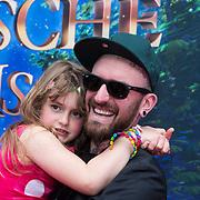 NLD/Amsterdam/20140413 - Inloop Filmpremiere Het Magische Huis, Ben Saunders en dochter Stacey