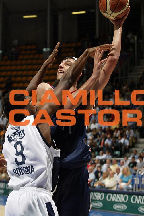 DESCRIZIONE : Bologna Lega A1 2005-06 Play Off Quarti Finale Gara 1 Climamio Fortitudo Bologna Angelico Biella <br /> GIOCATORE : Garri <br /> SQUADRA : Angelico Biella <br /> EVENTO : Campionato Lega A1 2005-2006 Play Off Quarti Finale Gara 1 <br /> GARA : Climamio Fortitudo Bologna Angelico Biella <br /> DATA : 18/05/2006 <br /> CATEGORIA : Tiro <br /> SPORT : Pallacanestro <br /> AUTORE : Agenzia Ciamillo-Castoria/E.Pozzo