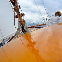 Cette série de 25 unités, 8m Cruise Racer, proche des 8 m JI mais un peu plus petites a été lancée en 1951 <br /> Sonda (K1) est le premier bateau de la série. D'abord utilisé en Écosse, puis à l'île de Man, il a été acheté par un Eric Leprince en 2003, et restauré au chantier Stagnol de Bénodet. Il participe régulièrement aux régates classiques de Méditerranée.<br /> Ce voilier était très souvent skipé par Florence Arthaud. <br /> Matériaux : coque en bois, espars en bois<br /> Premler exemplaire de la série : 1951 à Rhu en Écosse ; chantier et architecte Mc Gruer<br /> Utilisation : Yacht  de course <br /> Longueur hors-tout : 11,98 m <br /> Longueur de la coque : 11,98 m<br /> Longueur à la flottaison : 9,5 m <br /> Largeur maximale : 2,6 m<br /> Tirant d'eau maximal : 1,7 m<br />  <br /> Déplacement : 8 t <br /> Surface maxi de voilure :  m² au près <br /> Avant : étrave très élancée