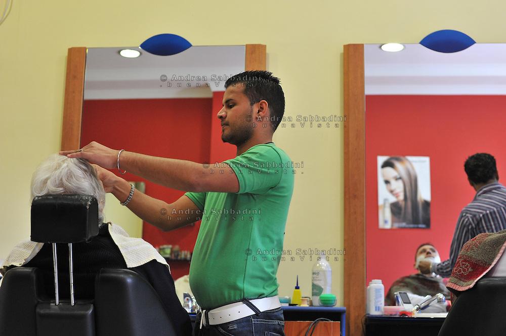 """Lavinio (Roma) 29/01/2011: Parrucchiere """"PunJab Hairdresser"""", tecnica indiana sopracciglia con filo e cura del viso - """"Hairdresser Punjab"""", Indian technique eyebrows with thread and facial care"""
