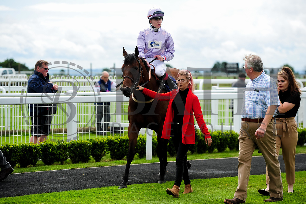 Edged Out ridden by Poppy Bridgewater and trained by Christopher Mason in the Best Free Tips At Valuerater.Co.Uk Handicap (Bath Summer Sprint Series Qualifier) (Class 6) race. - Ryan Hiscott/JMP - 07/08/2019 - PR - Bath Racecourse - Bath, England - Race Meeting at Bath Racecourse