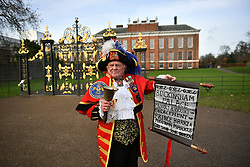 © Licensed to London News Pictures. 27/11/2017. London, UK. A man in a town cryer costume rings his bell at Kensington Palace in London following an announcement by Clarence House that Prince Harry is engaged to his partner Meghan Markle. They will be married in the Spring of 2018. Photo credit: Ben Cawthra/LNP