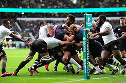 England set up a driving maul close to the Fiji try line - Mandatory byline: Patrick Khachfe/JMP - 07966 386802 - 19/11/2016 - RUGBY UNION - Twickenham Stadium - London, England - England v Fiji - Old Mutual Wealth Series.