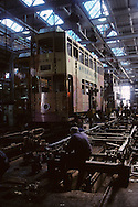 Hong Kong. tramways  painting and cleaning in the depot        / atelier díentretien et de peinture des tramways      peinture sur tramway  repar , garage /  (wharf holding)  / R00092/55    L3143  /  R00092  /  P0004252