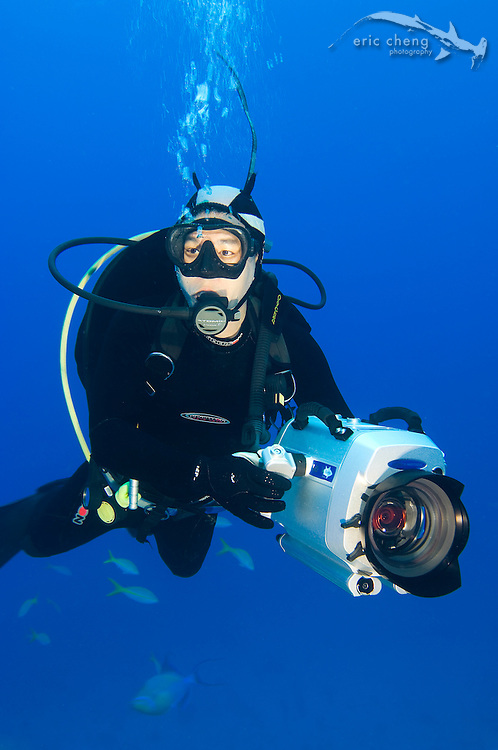 Eric Cheng with Sony Z1u / Light & Motion Bluefin HD housing. Bahamas. Photo by Alex Mustard.