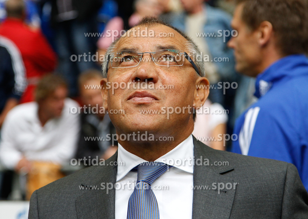 28.08.2010, Veltins Arena, Gelsenkirchen, GER, 1.FBL,  Schalke 04 vs Hannover 96, im Bild:  Schalkes Trainer Felix Magath (GER) schaut nach oben,  EXPA Pictures © 2010, PhotoCredit: EXPA/ nph/  Scholz+++++ ATTENTION - OUT OF GER +++++ / SPORTIDA PHOTO AGENCY
