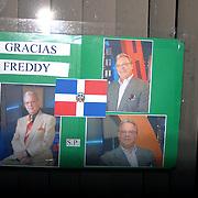 """Un cartel dice """"Gracias Freddy"""" colocado afuera del local de Casa Dominicana en Lawrence, Massachusetts.<br /> <br /> Muchos dominicanos expresan un gran pesar por la partida del """"Goldo"""" y hallan dificil eso de adaptarse a su ausencia fisica."""