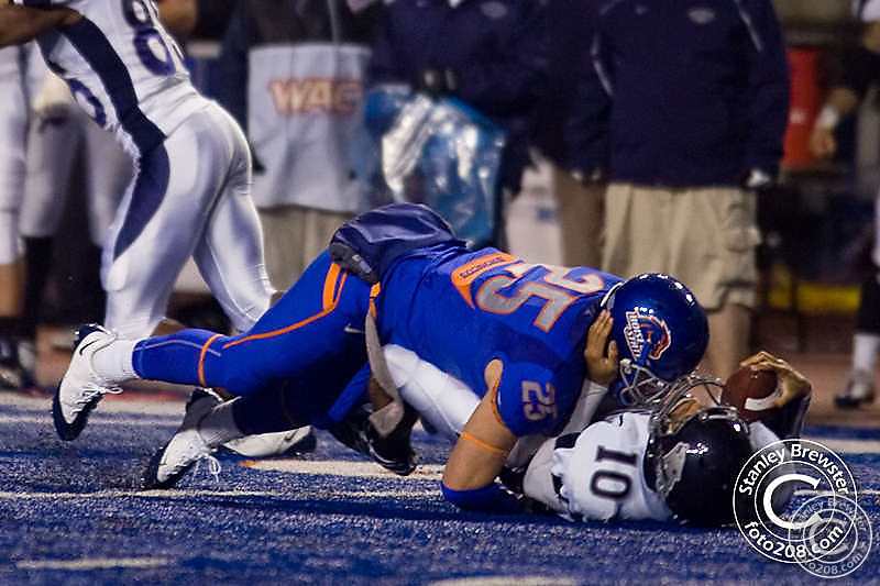 27 Nov. 2009, The Boise State Bronco football team defeated the University of Nevada Wolf Pack 44-33 Friday night in NCAA action on the blue turf of Bronco Stadium in Boise Idaho.
