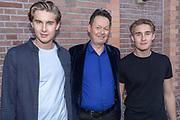 2018, September 17. Paradiso, Amsterdam. Inloop van de Gouden Notekraker 2018. Op de foto: Carel Kraayenhof en zijn zonen