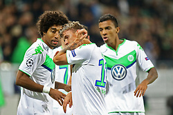 21.10.2015, Volkswagen Arena, Wolfsburg, GER, UEFA CL, VfL Wolfsburg vs PSV Eindhoven, Gruppe B, im Bild Dante (#18, VfL Wolfsburg), Max Kruse (#11, VfL Wolfsburg) // during UEFA Champions League group B match between VfL Wolfsburg and PSV Eindhoven at the Volkswagen Arena in Wolfsburg, Germany on 2015/10/21. EXPA Pictures © 2015, PhotoCredit: EXPA/ Eibner-Pressefoto/ Hundt<br /> <br /> *****ATTENTION - OUT of GER*****