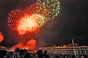 Nederland, Nijmegen, 16-7-7-2017De zomerfeesten zijn begonnen. Vuurwerk aan de Waal vanaf het festival op het eiland.Foto: Flip Franssen
