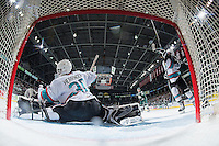 KELOWNA, CANADA - JANUARY 08: Michael Herringer #30 of Kelowna Rockets makes a save against the Everett Silvertips on January 8, 2016 at Prospera Place in Kelowna, British Columbia, Canada.  (Photo by Marissa Baecker/Shoot the Breeze)  *** Local Caption *** Michael Herringer;