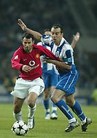 PORTO-25 FEVEREIRO:RYAN GIGGS #11 and JORGE COSTA #2 no Jogo F.C. Porto vs Manchester United F.C. primeira mao dos oitavos de final da Liga dos campeoes realizado no estadio do Dragao 25/02/2004.<br />(PHOTO BY:JOSE  GAGEIRO/AFCD)