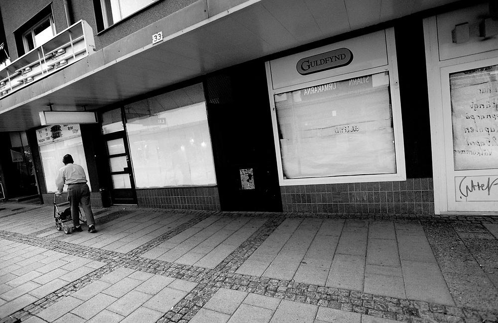©2003. Resultatet av köpcentrets expansion, ett centrum med öde gator och tomma affärslokaler. Foto: Markus Marcetic