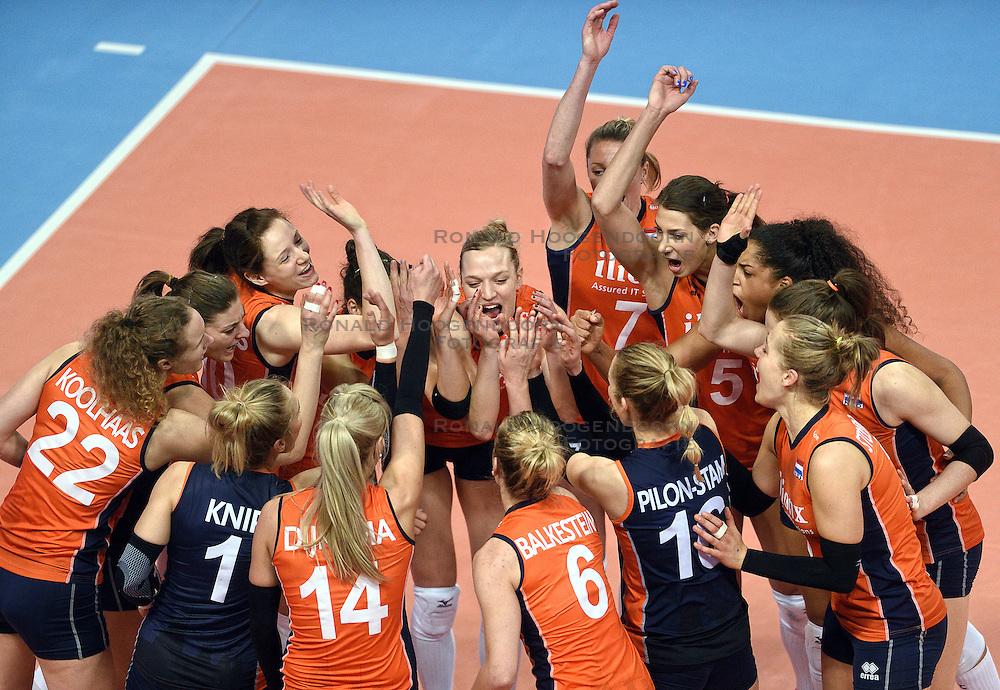 06-01-2016 TUR: European Olympic Qualification Tournament Turkije - Nederland, Ankara<br /> Nederland start sterk en pakt de eerste set / Vreugde bij Nederland