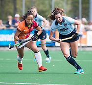 LAREN -  Hockey -  Lisa Gerritsen (Laren) met Shihori Oikawa (Oranje-Rood)   Hoofdklasse dames Laren-Oranje Rood (0-4). Oranje Rood plaatst zich voor Play Offs.  COPYRIGHT KOEN SUYK