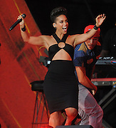 28.SEPTEMBER.2013. NEW YORK<br /> <br /> ALICIA KEYS PERFORMS ON STAGE AT THE 2013 GLOBAL CITIZEN FESTIVAL IN CENTRAL PARK TO END EXTREME POVERTY IN NEW YORK, USA.<br /> <br /> BYLINE: EDBIMAGEARCHIVE.CO.UK<br /> <br /> *THIS IMAGE IS STRICTLY FOR UK NEWSPAPERS AND MAGAZINES ONLY*<br /> *FOR WORLD WIDE SALES AND WEB USE PLEASE CONTACT EDBIMAGEARCHIVE - 0208 954 5968*