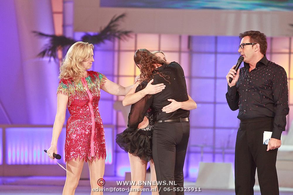 NLD/Hilversum/20110318 - Sterren Dansen op het IJs show 8, Afvallers van de show Vivian Reijs en Nick Keagan