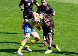 A bleeding Julien Pierre is tackled by Yannick Nyanga. Stade Toulousain v ASM Clermont Auvergne, Stade Ernest Wallon, Samedi 13 September 2014. Top 14 5eme Journee.