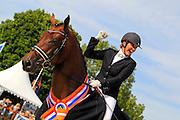 Emmelie Scholtens - Borencio<br /> KWPN Paardendagen 2010<br /> © DigiShots