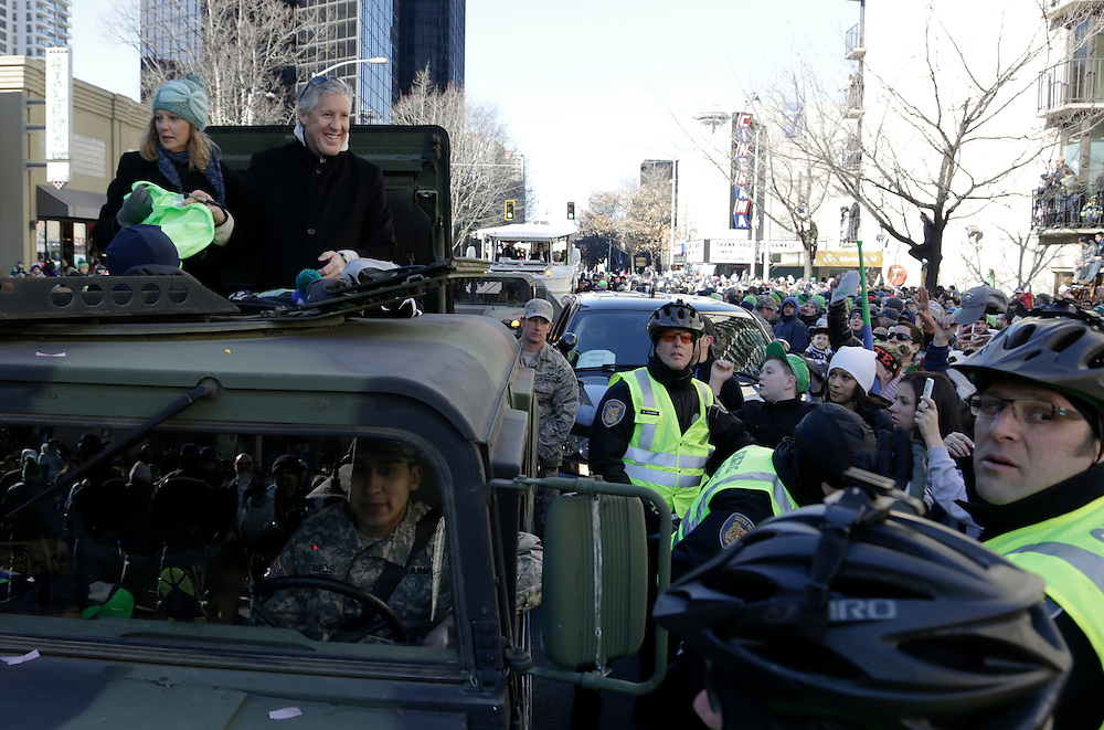 Seahawks head coach Pete Carroll smiles at fans at the Super Bowl victory parade for the Seattle Seahawks in Seattle, Washington February 5, 2014. Up to 500,000 Seattle Seahawks fans were expected to brave sub-freezing temperatures to celebrate the football team's first Super Bowl title at a parade set to wind through the city's downtown on Wednesday.  REUTERS/Jason Redmond  (UNITED STATES)