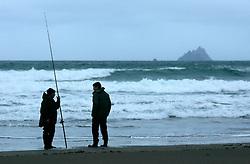 IRELAND KERRY IVERAGH PENINSULA 4NOV05 - Two hobby fisherman talk at St. Finian's Bay on the Iveragh Peninsula in county Kerry, Irelands most westerly county...jre/Photo by Jiri Rezac..© Jiri Rezac 2005..Contact: +44 (0) 7050 110 417.Mobile: +44 (0) 7801 337 683.Office: +44 (0) 20 8968 9635..Email: jiri@jirirezac.com.Web: www.jirirezac.com..© All images Jiri Rezac 2005 - All rights reserved.