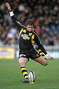 Wycombe, GREAT BRITAIN,  Danny CIPRIANI, kicking a second half penalty, and the only point scorer for Wasps, during the Guinness Premiership rugby game, London Wasps vs Northampton Saints, at Adam's Park Stadium, Bucks, England, on Sun 22.02.2009. [Photo, Peter Spurrier/Intersport-images]