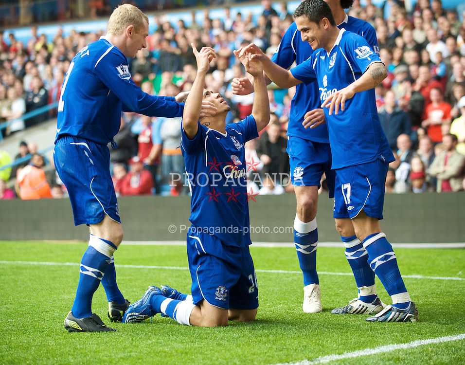 BIRMINGHAM, ENGLAND - Sunday, April 12, 2009: Everton's Steven Pienaar celebrates scoring the third goal against Aston Villa with team-mates during the Premiership match at Villa Park. (Pic by David Rawcliffe/Propaganda)
