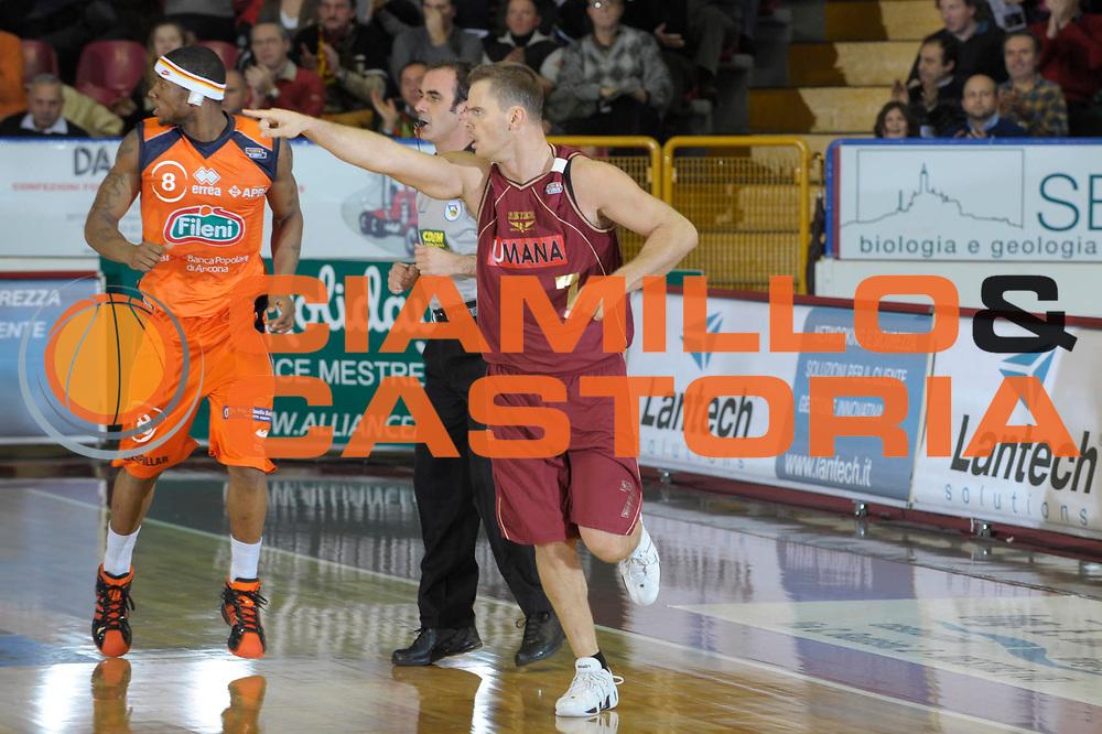 DESCRIZIONE : Venezia Lega A2 2008-09 Umana Reyer Venezia Fileni Jesi <br /> GIOCATORE :  Alberto Causin<br /> SQUADRA : Umana Reyer Venezia<br /> EVENTO : Campionato Lega A2 2008-2009 <br /> GARA : Umana Reyer Venezia Fileni Jesi<br /> DATA : 11/12/2008<br /> CATEGORIA : Esultanza<br /> SPORT : Pallacanestro <br /> AUTORE : Agenzia Ciamillo-Castoria/M.Gregolin
