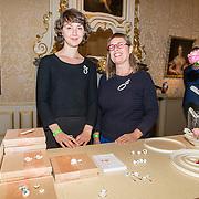 NLD/Den Haag/20180923 - Prinses Margarita exposeert bij Masterly The Hague,  Judith Bloedjes met haar juwelen Poetic Ceramics