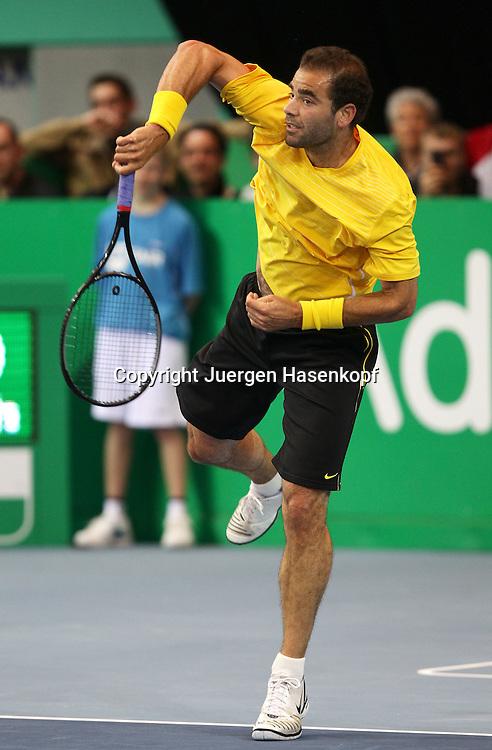 Zurich Open 2011 in der Saalsporthalle,Zuerich,.Schweiz, Herren Tennis,HallenTurnier, Champions Tour, Pete Sampras (USA),action