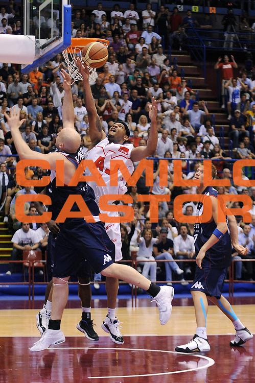 DESCRIZIONE : Milano Lega A 2008-09 Playoff Semifinale Gara 3 Armani Jeans Milano Angelico Biella<br /> GIOCATORE : Mike Hall<br /> SQUADRA : Armani Jeans Milano<br /> EVENTO : Campionato Lega A 2008-2009<br /> GARA : Armani Jeans Milano Angelico Biella<br /> DATA : 02/06/2009<br /> CATEGORIA : rimbalzo<br /> SPORT : Pallacanestro<br /> AUTORE : Agenzia Ciamillo-Castoria/A.Dealberto