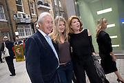 MARTIN SUMMERS; TARA SUMMERS; NONA SUMMERS. Tracey Emin opening. White Cube. Mason's Yard. London. 28 May 2009.