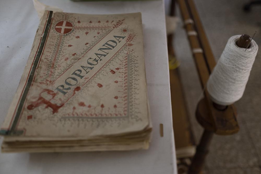 libro del 1900 in restauro Book of 1900 under restoration