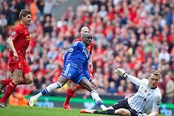 27.04.2014, Anfield, Liverpool, ENG, Premier League, FC Liverpool vs FC Chelsea, 36. Runde, im Bild Chelsea's Demba Ba' scores the first goal against Liverpool // during the English Premier League 36th round match between Liverpool FC and Chelsea FC at Anfield in Liverpool, Great Britain on 2014/04/27. EXPA Pictures &copy; 2014, PhotoCredit: EXPA/ Propagandaphoto/ David Rawcliffe<br /> <br /> *****ATTENTION - OUT of ENG, GBR*****