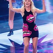 NLD/Hilversum/20160109 - 4de live uitzending The Voice of Holland 2015, optreden Zweedse zangeres Zara Larsson